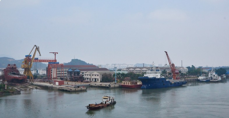 With a 5000DWT shipbuilding berth, total length 164.5m, minimum draft 2.882m, tidal range 6.49m